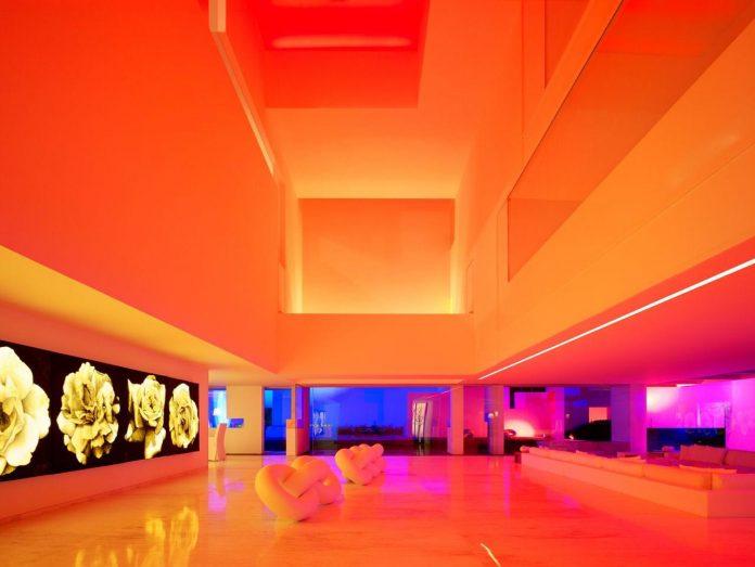 contemporary-white-la-palma-residence-uses-sunlight-generate-sensations-04