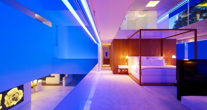 contemporary-white-la-palma-residence-uses-sunlight-generate-sensations-05