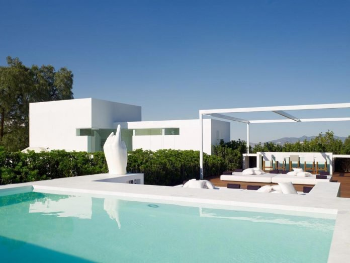 contemporary-white-la-palma-residence-uses-sunlight-generate-sensations-06