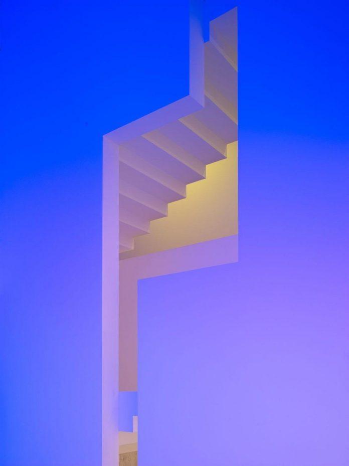 contemporary-white-la-palma-residence-uses-sunlight-generate-sensations-09