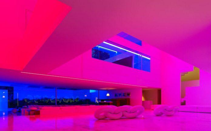 contemporary-white-la-palma-residence-uses-sunlight-generate-sensations-10
