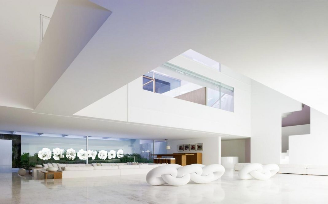 Contemporary white La Palma residence uses sunlight to generate sensations