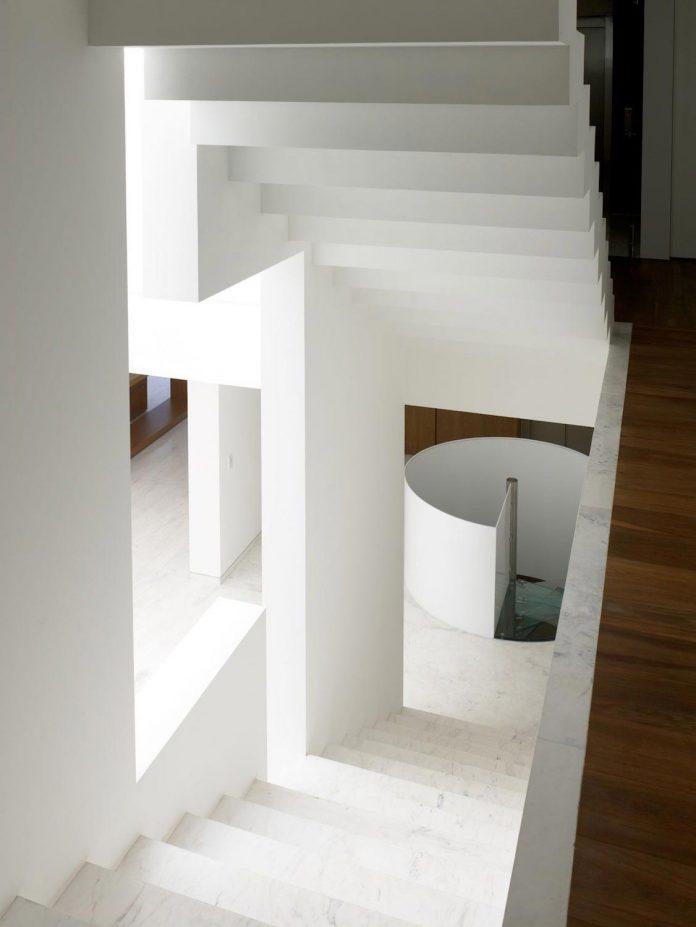 contemporary-white-la-palma-residence-uses-sunlight-generate-sensations-13