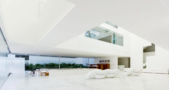 contemporary-white-la-palma-residence-uses-sunlight-generate-sensations-15