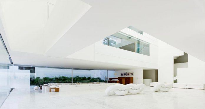 contemporary-white-la-palma-residence-uses-sunlight-generate-sensations-15