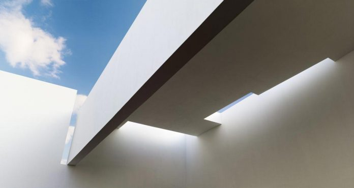 contemporary-white-la-palma-residence-uses-sunlight-generate-sensations-17