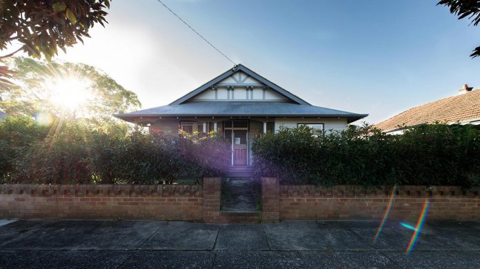 conversion-extension-old-small-cottage-heritage-suburb-hamilton-01