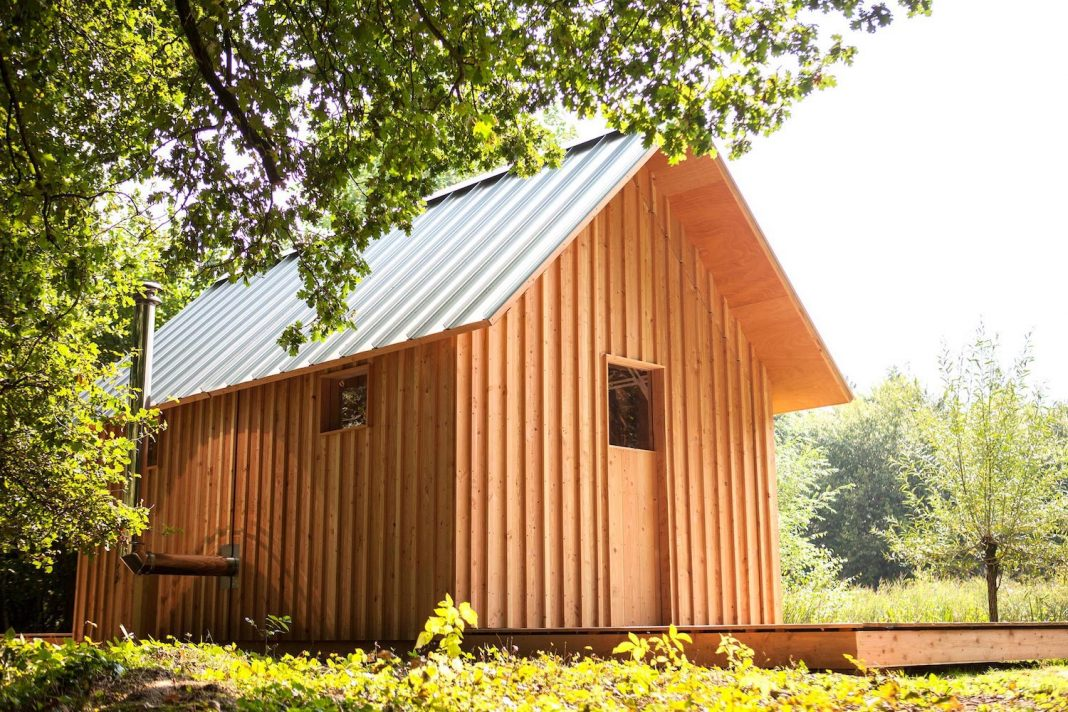 DIY adjustable wooden home can be easily adjusted to any weather type, mood or occasion