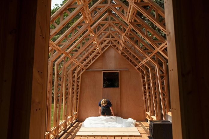 diy-adjustable-wooden-home-can-easily-adjusted-weather-type-mood-occasion-03
