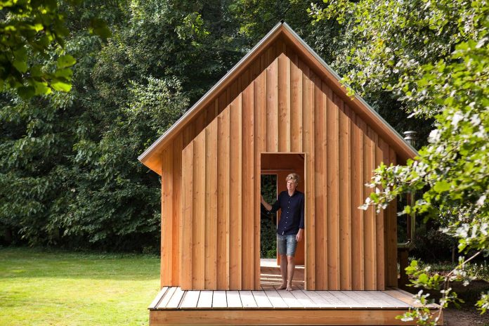 diy-adjustable-wooden-home-can-easily-adjusted-weather-type-mood-occasion-14