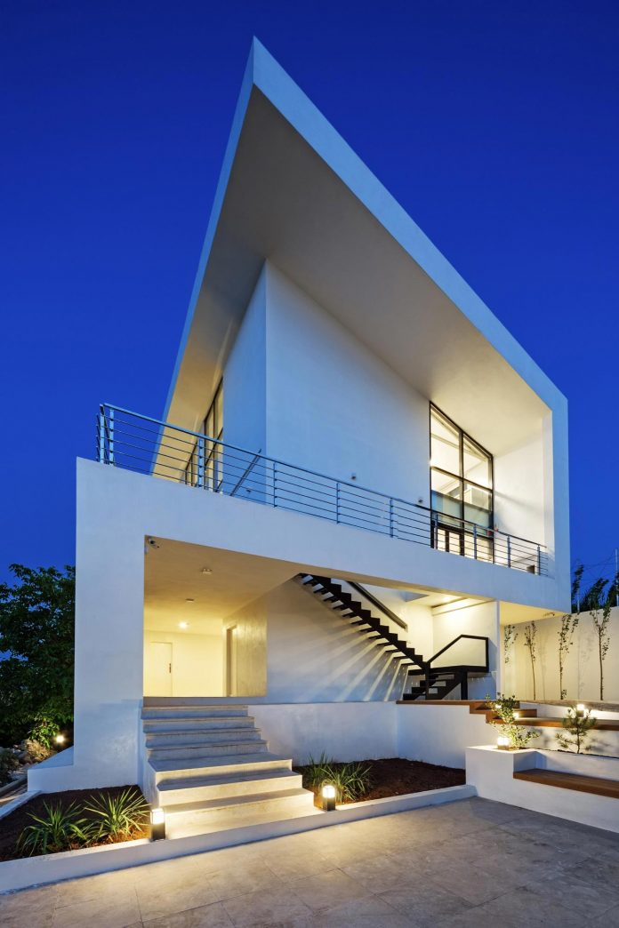 energy-self-sufficient-two-story-building-designed-old-couples-second-house-01