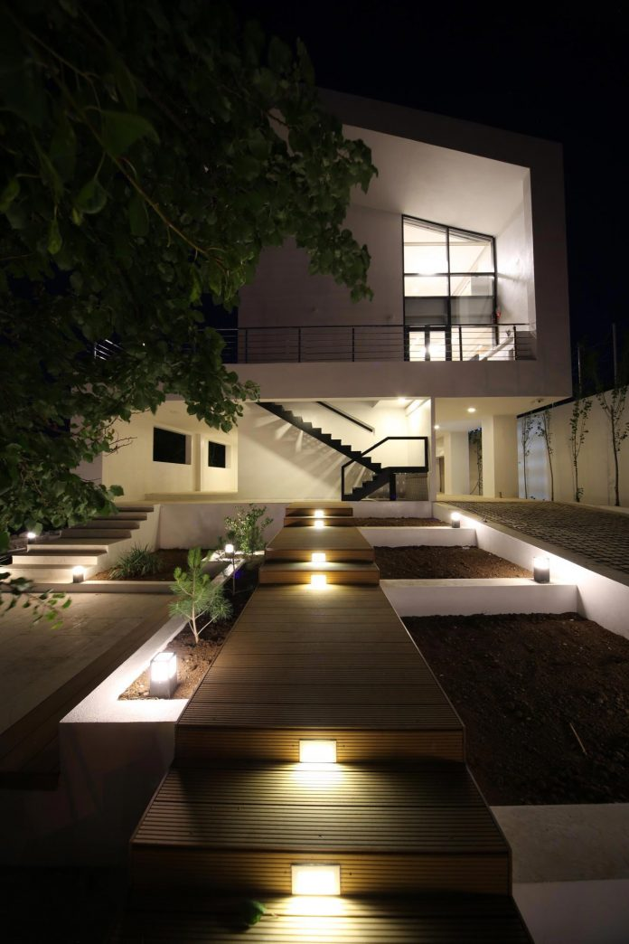 energy-self-sufficient-two-story-building-designed-old-couples-second-house-09