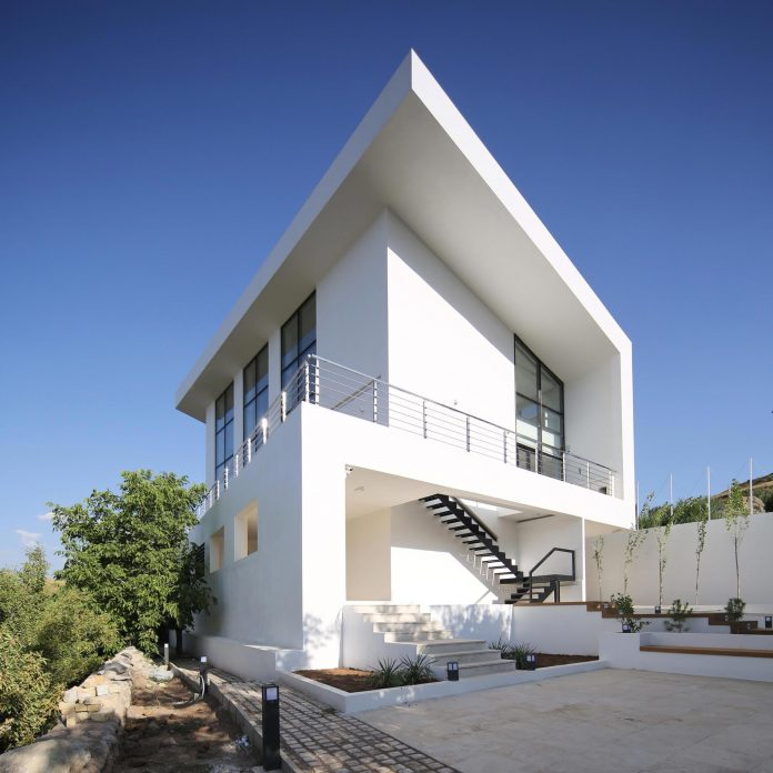 energy-self-sufficient-two-story-building-designed-old-couples-second-house-10