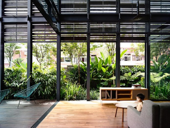 faber-terrace-residence-slatted-timber-screen-covers-entire-side-elevation-preserve-privacy-14