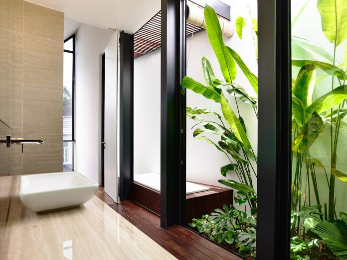 faber-terrace-residence-slatted-timber-screen-covers-entire-side-elevation-preserve-privacy-24