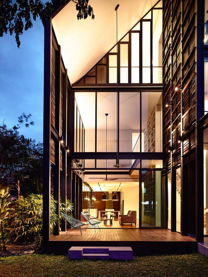 faber-terrace-residence-slatted-timber-screen-covers-entire-side-elevation-preserve-privacy-29