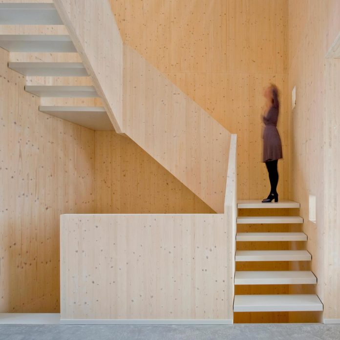 five-storey-wood-carving-home-built-prefab-wood-elements-05