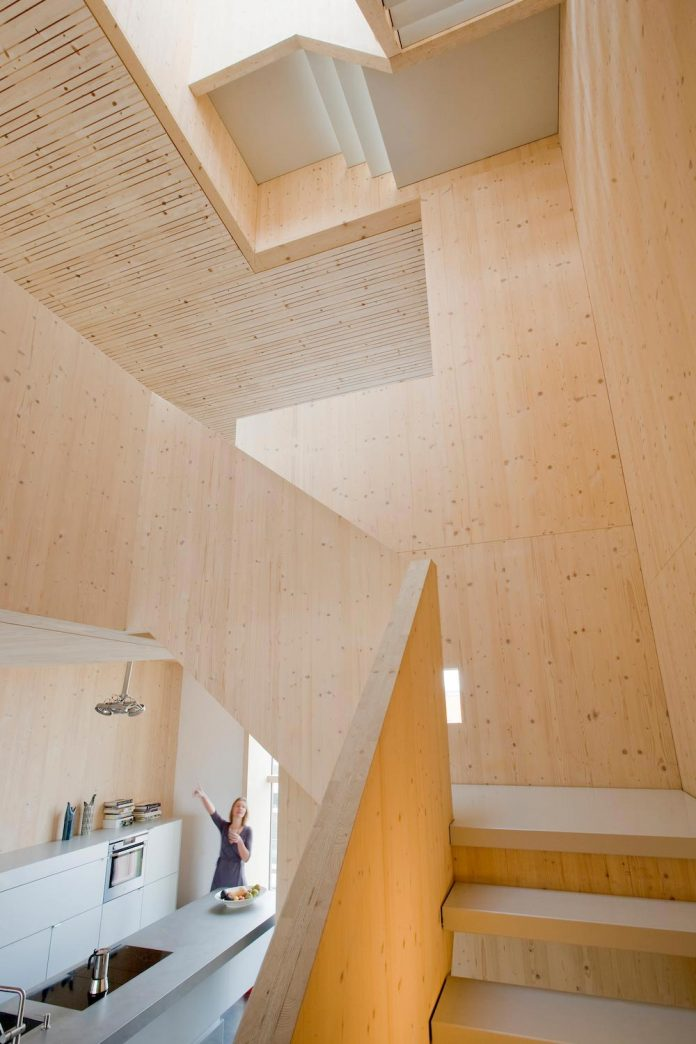 five-storey-wood-carving-home-built-prefab-wood-elements-08