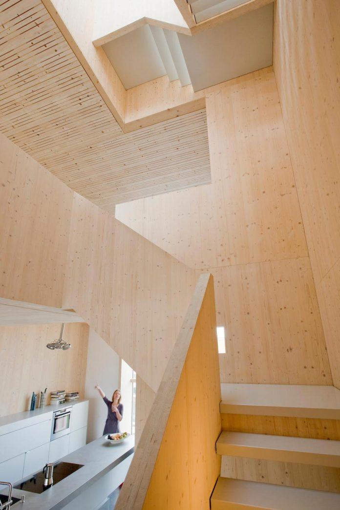 five-storey-wood-carving-home-built-prefab-wood-elements-08