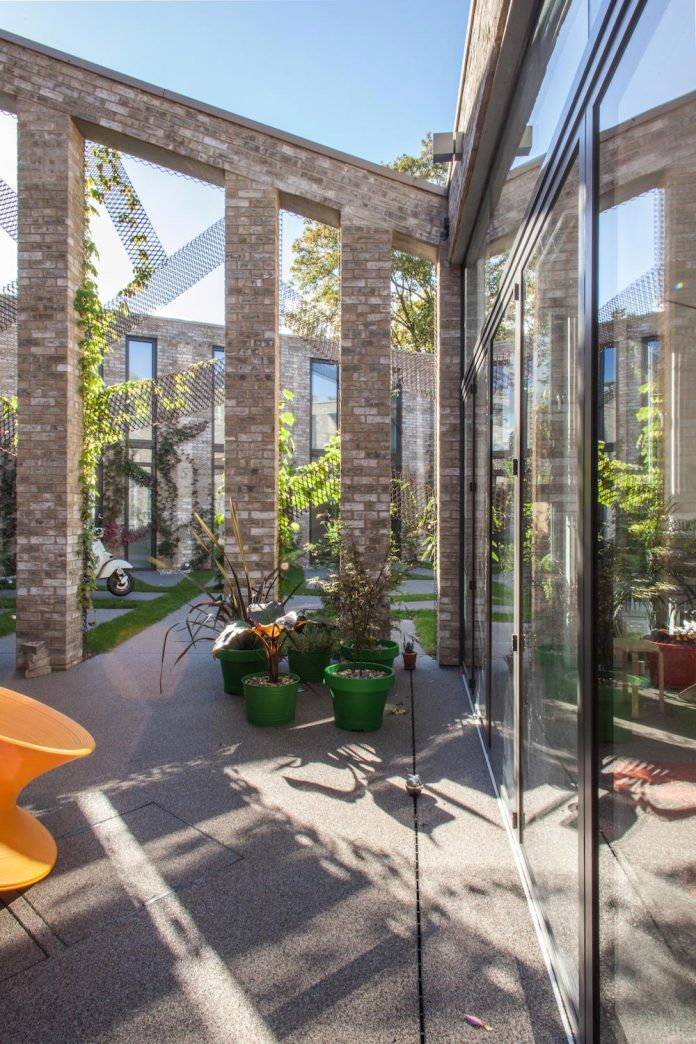 forest-mews-3-houses-arranged-around-multi-functional-shared-outdoor-courtyard-urban-brownfield-site-21