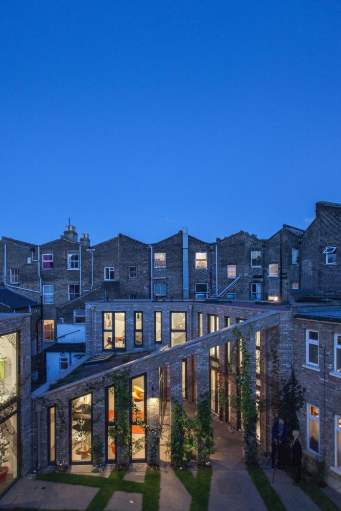 forest-mews-3-houses-arranged-around-multi-functional-shared-outdoor-courtyard-urban-brownfield-site-23