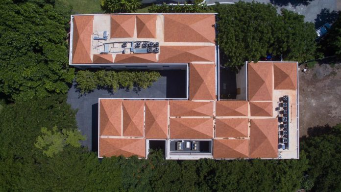 french-villa-approach-pyramidal-hipped-roof-located-peninsula-08