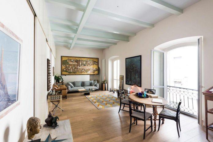 german-artist-naturalized-milanese-apartment-historic-building-city-centre-milan-01
