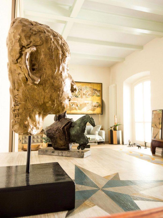 german-artist-naturalized-milanese-apartment-historic-building-city-centre-milan-02
