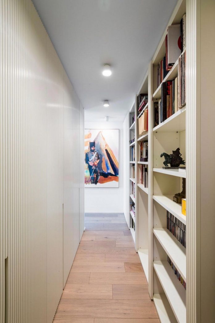 german-artist-naturalized-milanese-apartment-historic-building-city-centre-milan-12