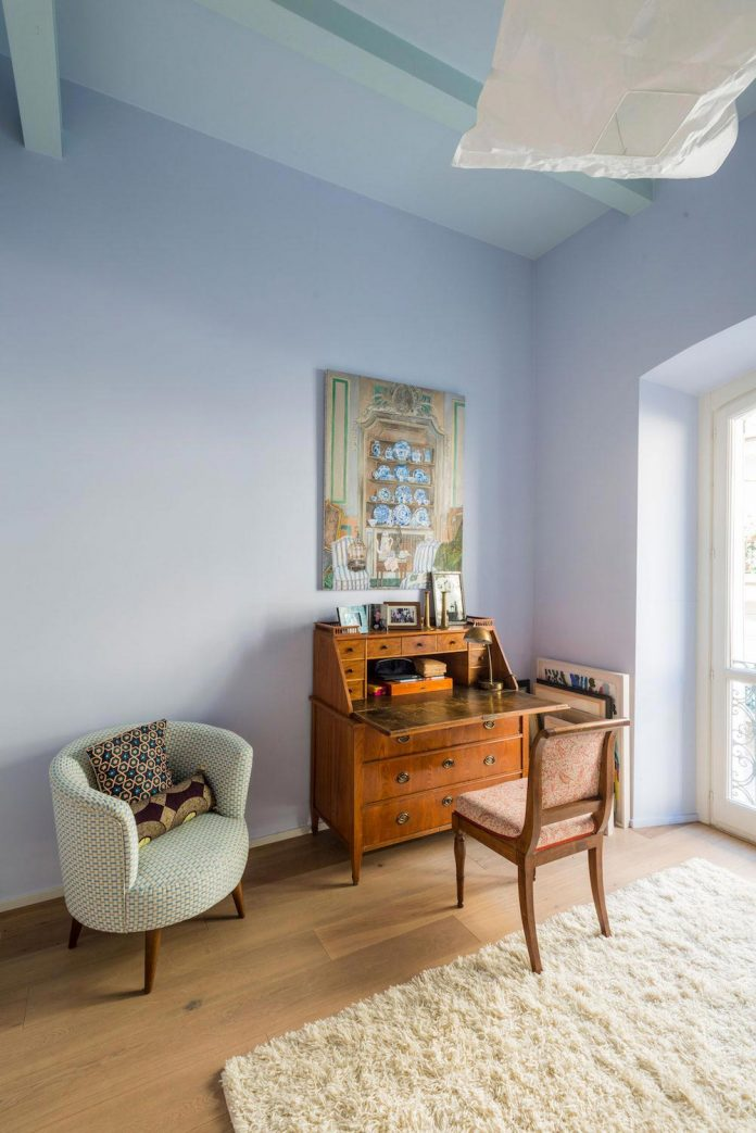 german-artist-naturalized-milanese-apartment-historic-building-city-centre-milan-16