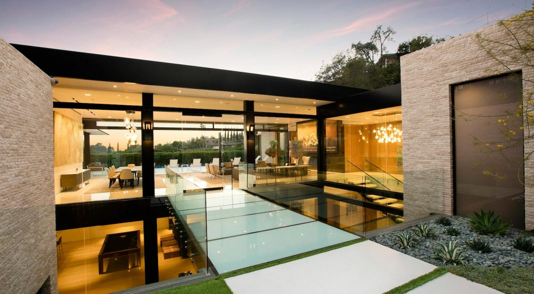 Hillcrest Residence In Beverly Hills With A True Water Garden Located In  The Middle Of The. Home Design