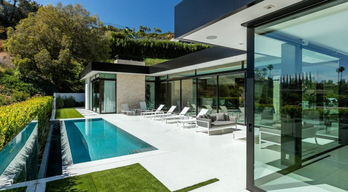 hillcrest-residence-beverly-hills-true-water-garden-located-middle-house-07