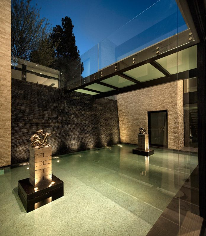 hillcrest-residence-beverly-hills-true-water-garden-located-middle-house-18