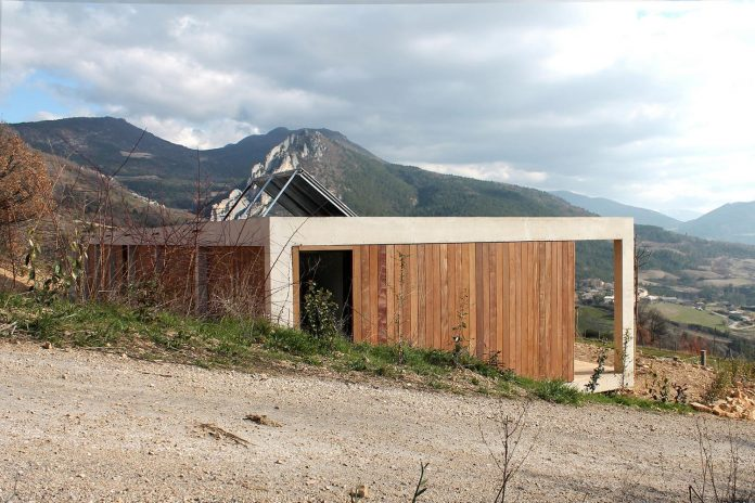 holiday-house-able-host-dozen-persons-offering-exceptional-panoramic-views-01