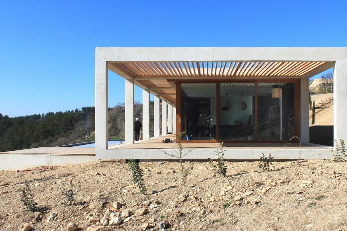 holiday-house-able-host-dozen-persons-offering-exceptional-panoramic-views-02