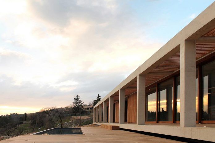 holiday-house-able-host-dozen-persons-offering-exceptional-panoramic-views-03
