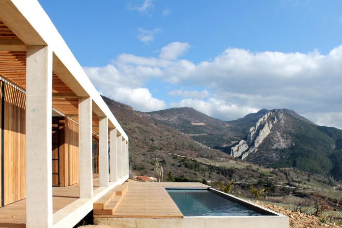 holiday-house-able-host-dozen-persons-offering-exceptional-panoramic-views-04