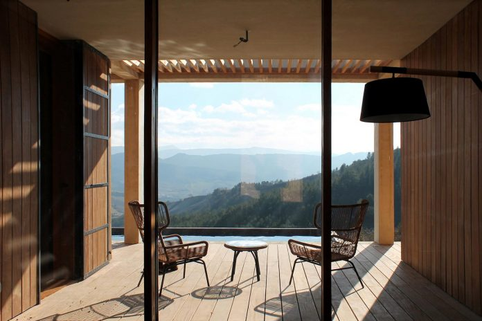 holiday-house-able-host-dozen-persons-offering-exceptional-panoramic-views-05