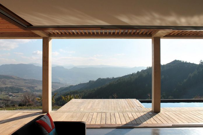 holiday-house-able-host-dozen-persons-offering-exceptional-panoramic-views-06