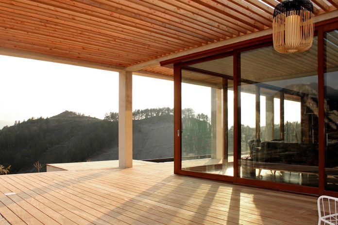 holiday-house-able-host-dozen-persons-offering-exceptional-panoramic-views-07