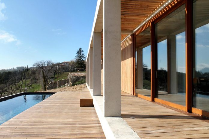 holiday-house-able-host-dozen-persons-offering-exceptional-panoramic-views-08