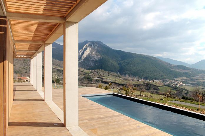 holiday-house-able-host-dozen-persons-offering-exceptional-panoramic-views-09