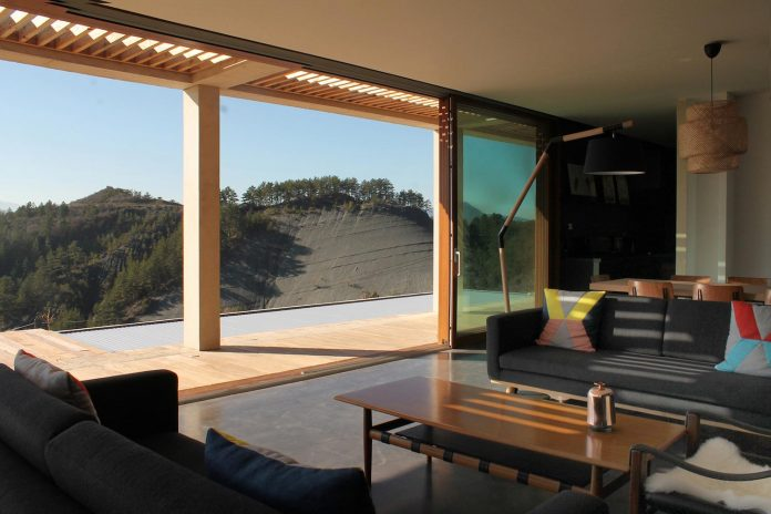 holiday-house-able-host-dozen-persons-offering-exceptional-panoramic-views-11