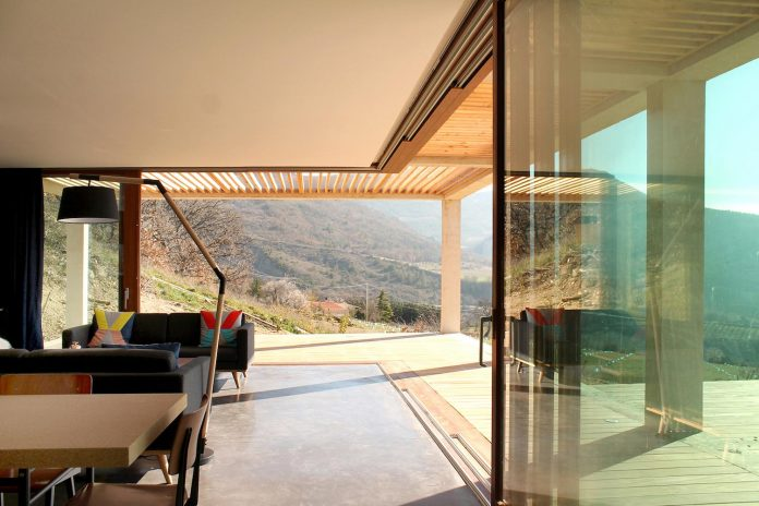 holiday-house-able-host-dozen-persons-offering-exceptional-panoramic-views-12