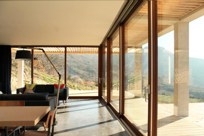 holiday-house-able-host-dozen-persons-offering-exceptional-panoramic-views-13