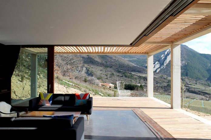 holiday-house-able-host-dozen-persons-offering-exceptional-panoramic-views-16