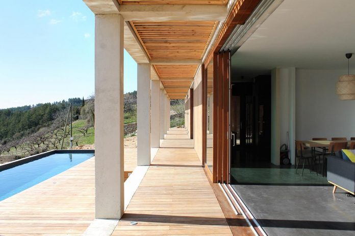 holiday-house-able-host-dozen-persons-offering-exceptional-panoramic-views-17