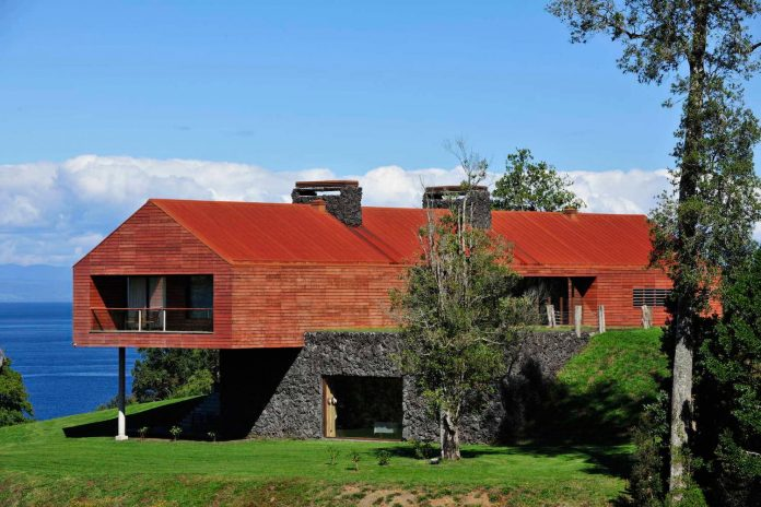 maiten-holiday-residence-situated-shores-llanquihue-lake-featuring-wooden-facades-red-metal-roofs-03