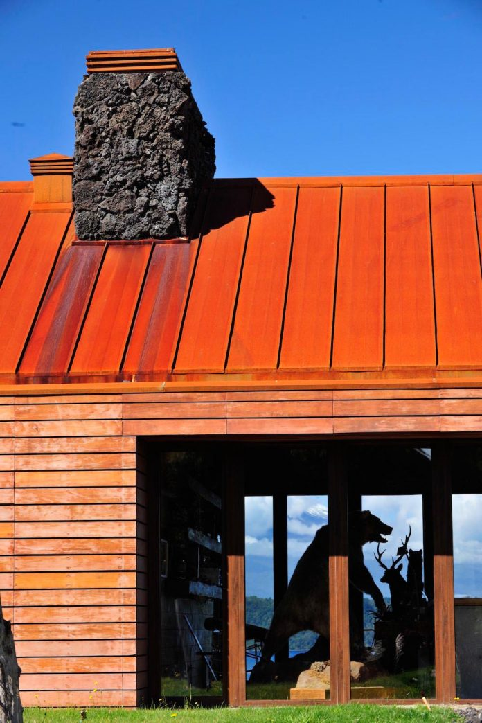 maiten-holiday-residence-situated-shores-llanquihue-lake-featuring-wooden-facades-red-metal-roofs-12