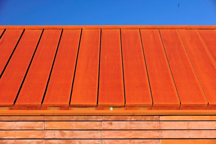 maiten-holiday-residence-situated-shores-llanquihue-lake-featuring-wooden-facades-red-metal-roofs-13